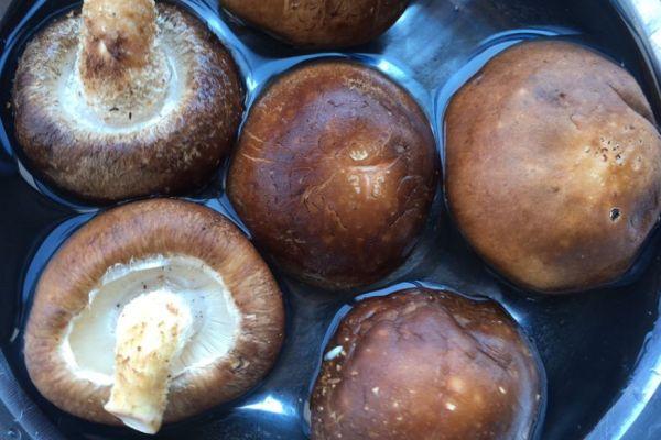 蚝油香菇,没想到素菜也能做的如此美味第二步