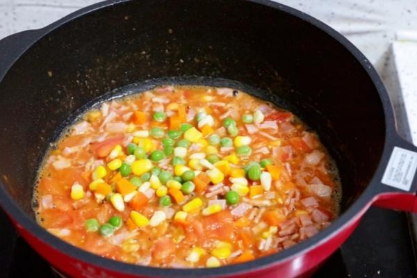 虾仁培根番茄酱蛋炒饭,满满酸甜感挑起你的食欲第八步