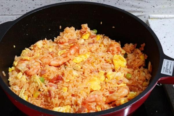 虾仁培根番茄酱蛋炒饭,满满酸甜感挑起你的食欲第十五步
