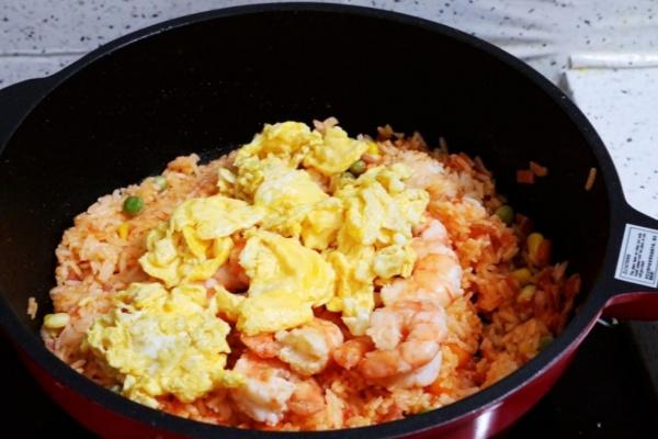 虾仁培根番茄酱蛋炒饭,满满酸甜感挑起你的食欲第十四步