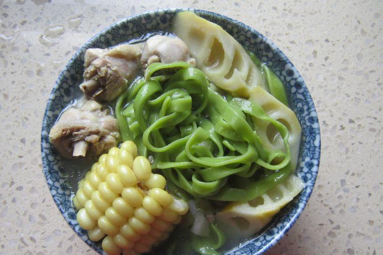 吸引小朋友的营养菠菜汤面