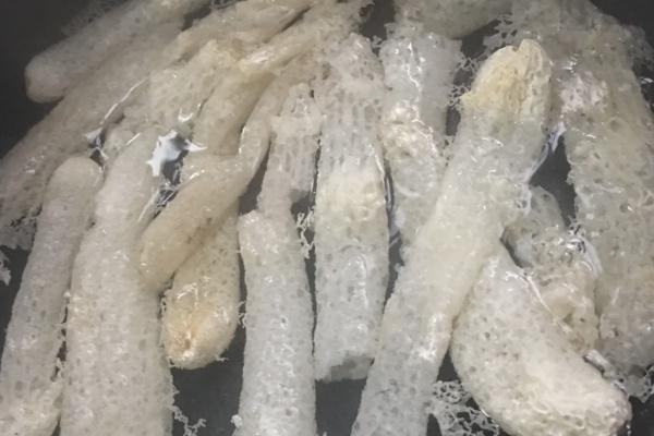 竹荪干贝瘦肉汤营养又美味第二步