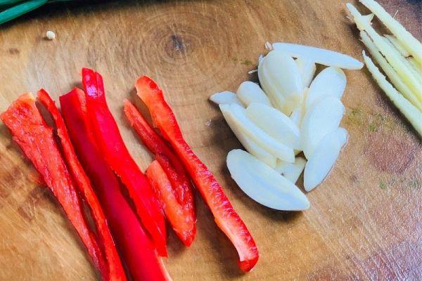 豆角茄子,简单清爽,好吃不腻第三步