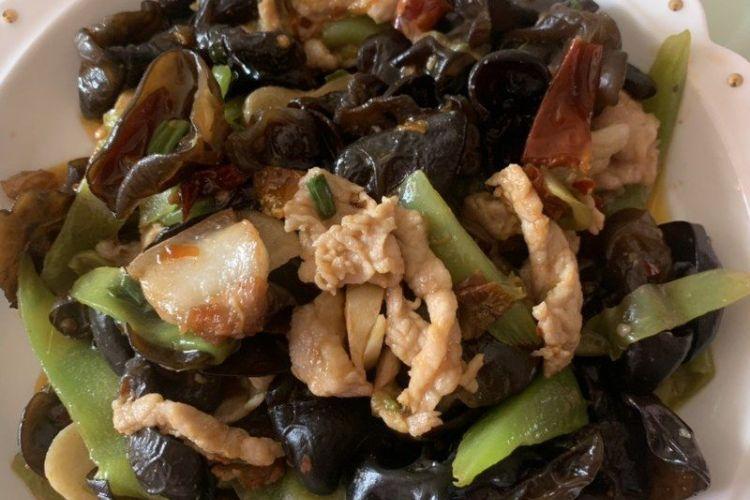 农家小炒菜——青笋木耳肉片