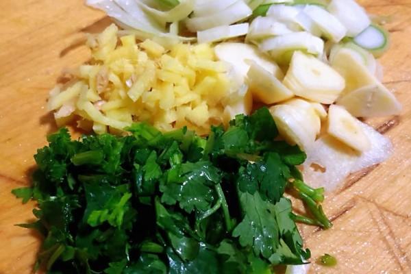菠菜粉条鲜肉汤,给予你不一样的味觉体验第四步