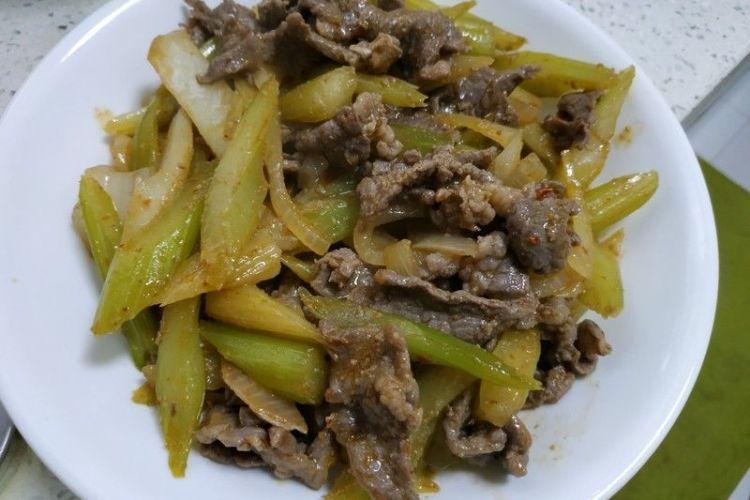 洋葱芹菜炒牛肉,超级开胃下饭
