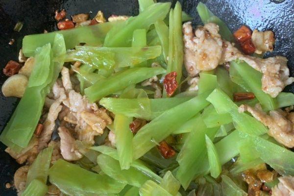 农家小炒菜——青笋木耳肉片第七步