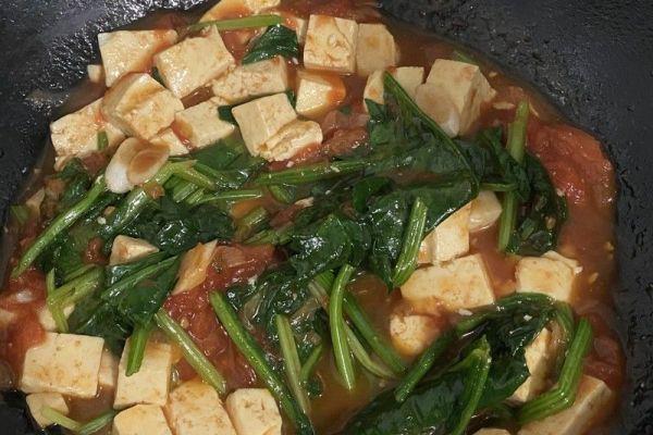 番茄菠菜炖豆腐,美味游走于唇齿间第八步