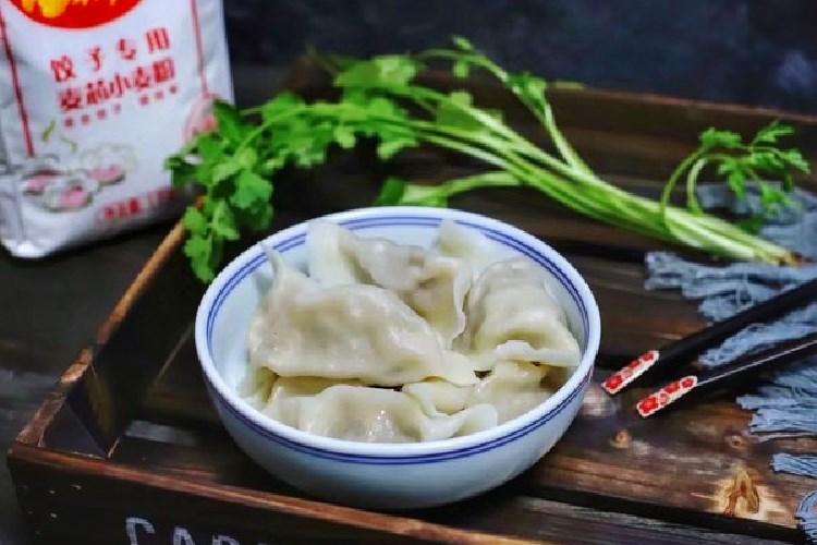 好吃又可口的芹菜猪肉馅饺子