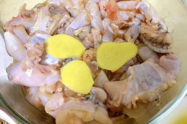 麻辣干锅牛蛙,香软的土豆配上香辣爽口的牛蛙,简直是不要太好吃第一步