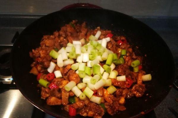 辣子兔丁,兔肉肉质细嫩,口感鲜香麻辣第七步