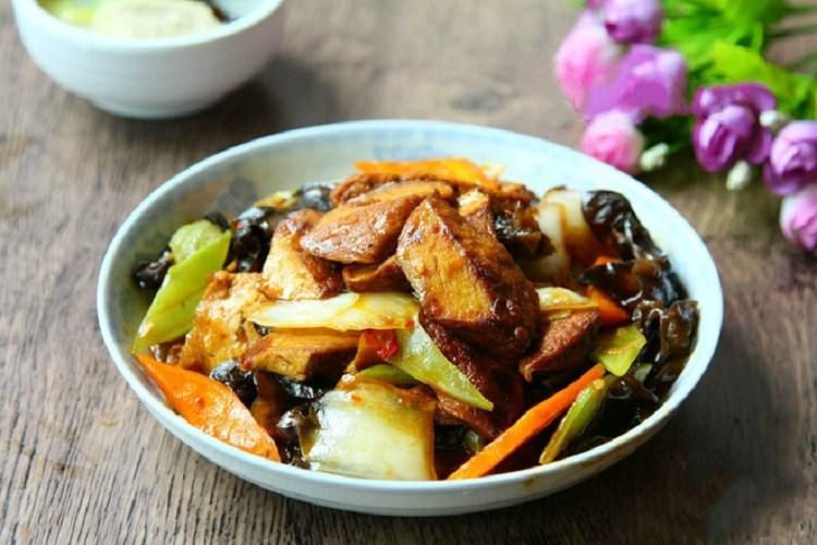 豆干回锅,咸香有嚼劲的家常菜