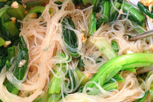 小白菜凉拌,所需食材简单,制作简单,并且非常下饭第十步
