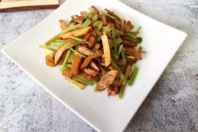 家常下饭菜豆干肉丝,食材简单又易做