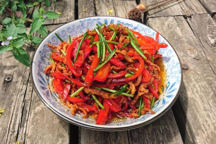 红椒肉丝,红红绿绿,色彩美丽,好吃看得见哟!