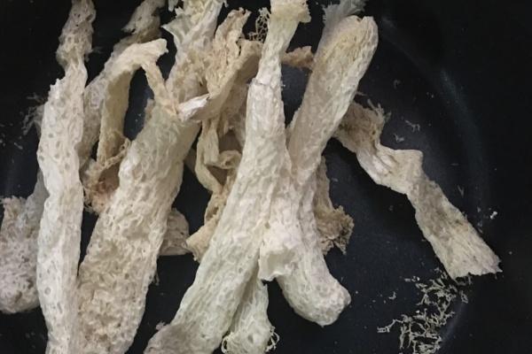 竹荪干贝瘦肉汤营养又美味第一步