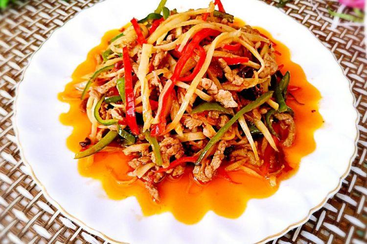 仔姜肉丝,一道非常好吃的下饭菜,味辣咸香,红油透亮
