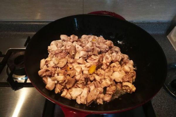 辣子兔丁,兔肉肉质细嫩,口感鲜香麻辣第二步