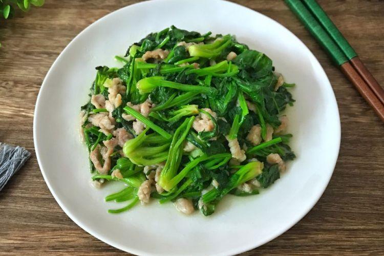 肉丝菠菜,没有过多的烹饪调料,保持了菜品的原汁原味,非常适合老人和小孩儿