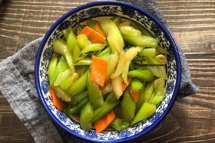 清炒芹菜,清淡又美味的家常菜