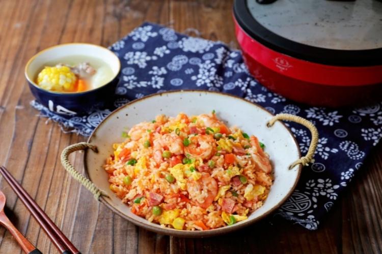 虾仁培根番茄酱蛋炒饭,满满酸甜感挑起你的食欲