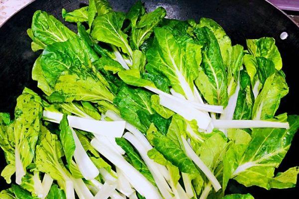 小白菜汤,营养又美味第三步