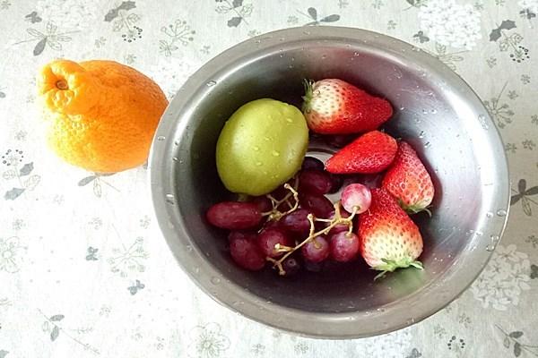 吃不胖的甜品:酸奶水果杯第一步