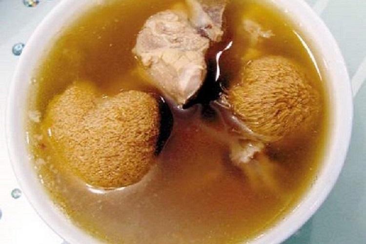 猴头菇墨鱼养胃汤,营养美味又养胃