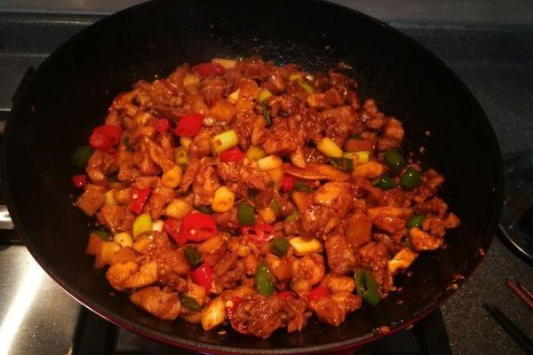 辣子兔丁,兔肉肉质细嫩,口感鲜香麻辣第八步
