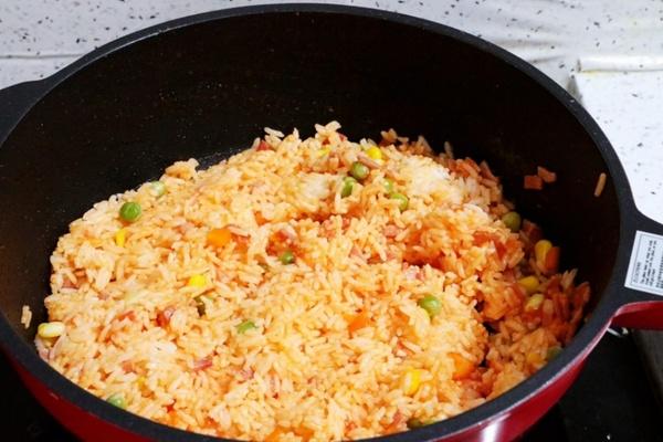 虾仁培根番茄酱蛋炒饭,满满酸甜感挑起你的食欲第十二步