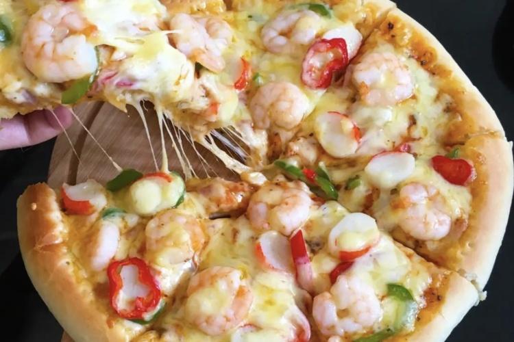 真材实料的海鲜比萨,每口都能吃到虾!