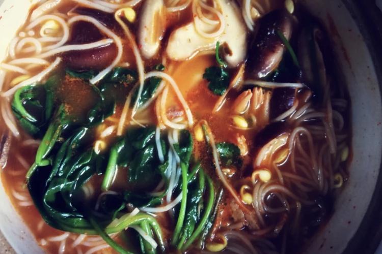 酸汤砂锅粉——带你领略贵州风味
