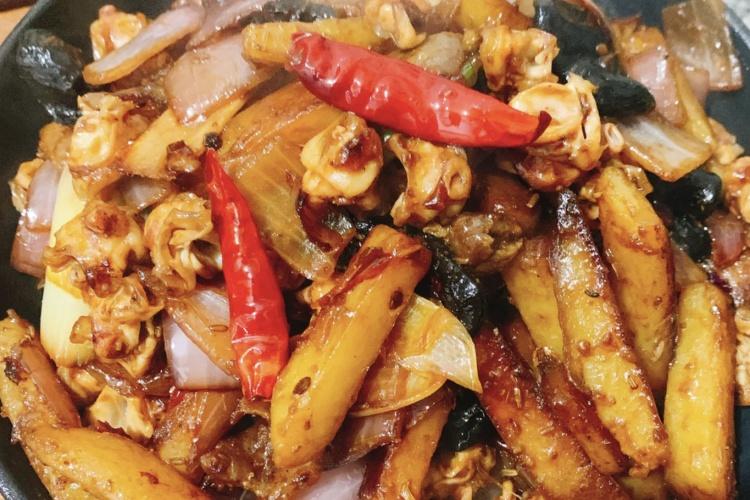 川味香辣千锅——五花肉爆炒鱿鱼,满满一盆都是肉啊!