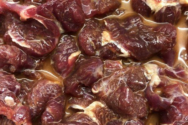 草菇炒肉,一款高营养食品第一步
