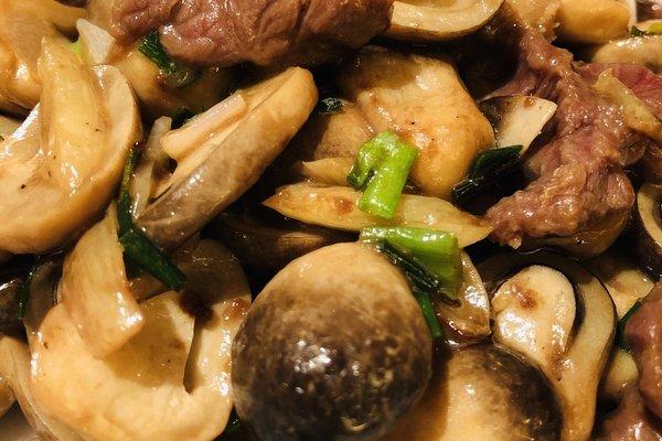 草菇炒肉,一款高营养食品第十步