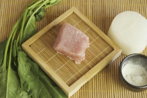 白萝卜菠菜肉丸——小小的身体藏着大大的营养第一步