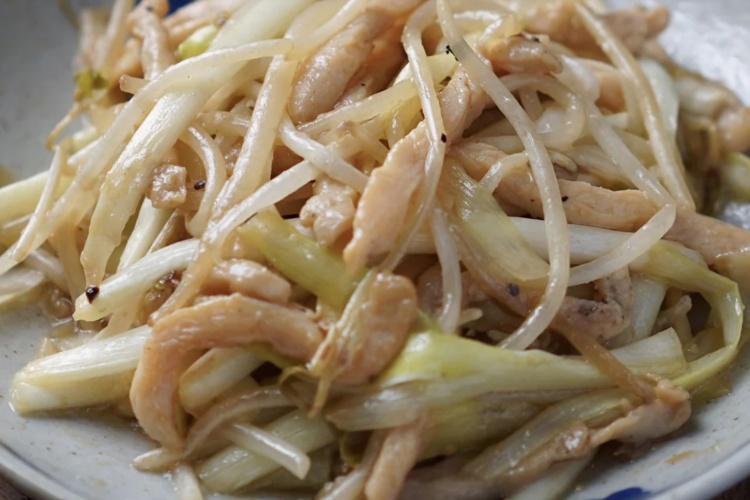 一盘银芽鸡丝,一碗白米饭,真是绝配