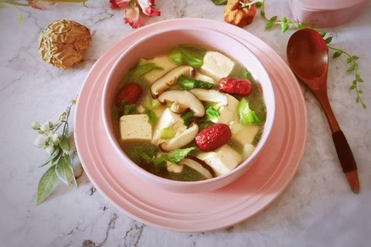 菜品相当丰富的香菇汤,喝上这一大碗的汤就不用再吃饭了