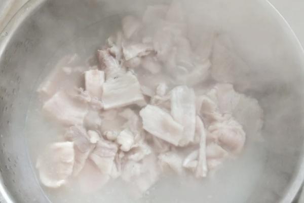 东北杀猪菜——猪肉酸菜血肠炖粉条,过年有它才有年味第三步