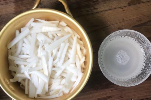 白萝卜腌咸菜,清脆爽口,好下饭第八步