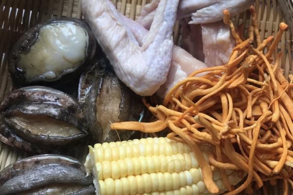 虫草鲍鱼炖汤,秋季营养汤煲首选第一步