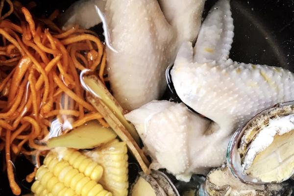 虫草鲍鱼炖汤,秋季营养汤煲首选第七步