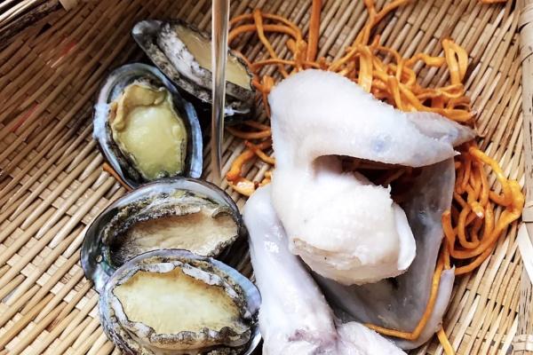 虫草鲍鱼炖汤,秋季营养汤煲首选第三步