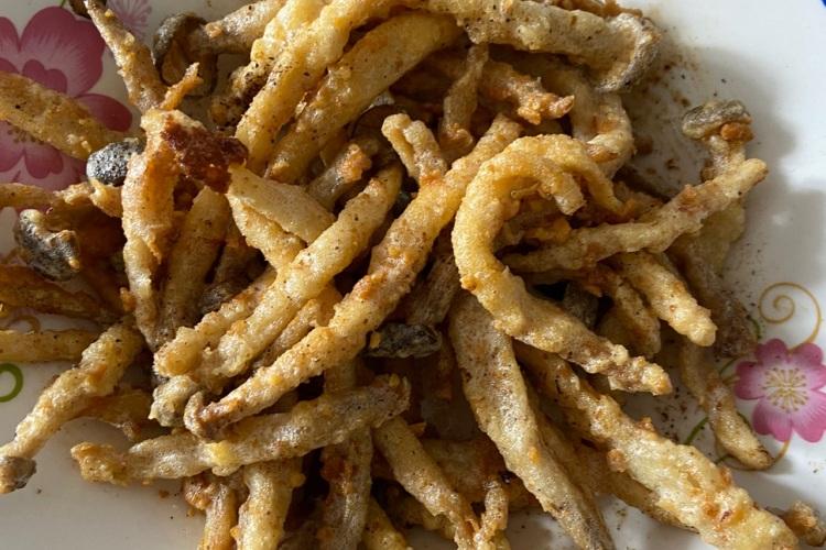 咸蛋茶树菇,酥脆美味让你多吃几碗饭