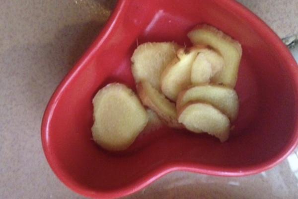 莲藕红枣莲子排骨汤,在寒冷的冬天,给你带来别样的温暖第二步