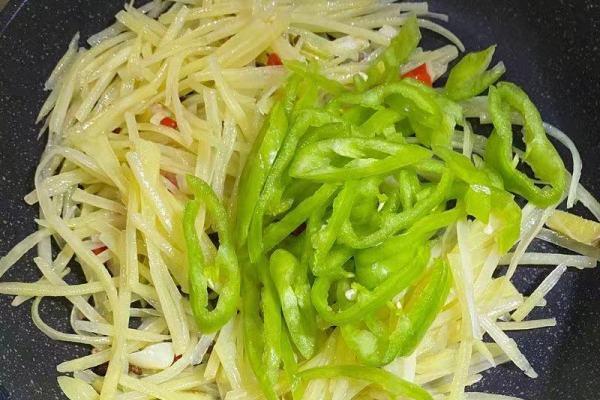 尖椒土豆丝,连吃两碗饭都没问题第四步