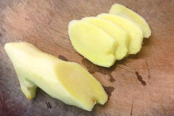 香喷喷的葱油鸡,看着就让人食欲满满第二步