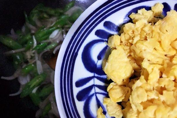 鸭蛋青椒洋葱,简单又下饭第十步