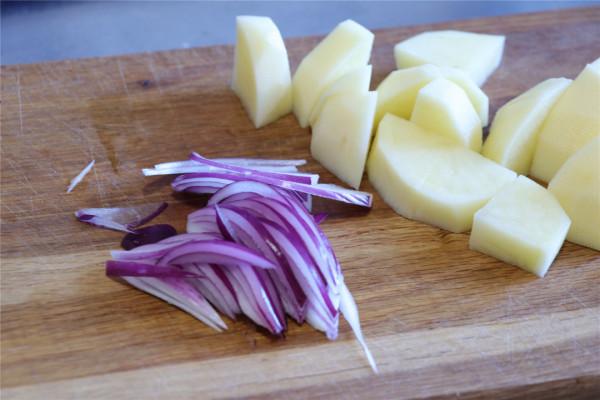 西式汤-土豆浓汤第一步