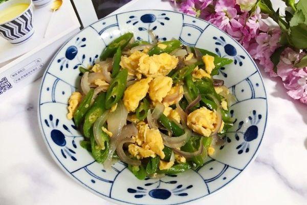 鸭蛋青椒洋葱,简单又下饭第十三步